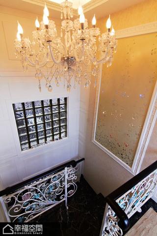 英伦风格别墅古典楼梯装修效果图