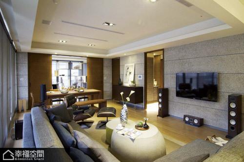 日式风格挑高户型时尚电视背景墙设计图