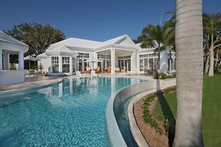 欧式风格2013年别墅唯美白色地毯别墅游泳池装修效果图