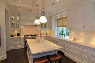 现代欧式风格三层独栋别墅唯美白色家具实木圆餐桌图片