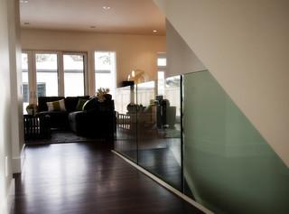 现代简约风格卧室2013年别墅唯美白色地毯过道吊顶装修效果图