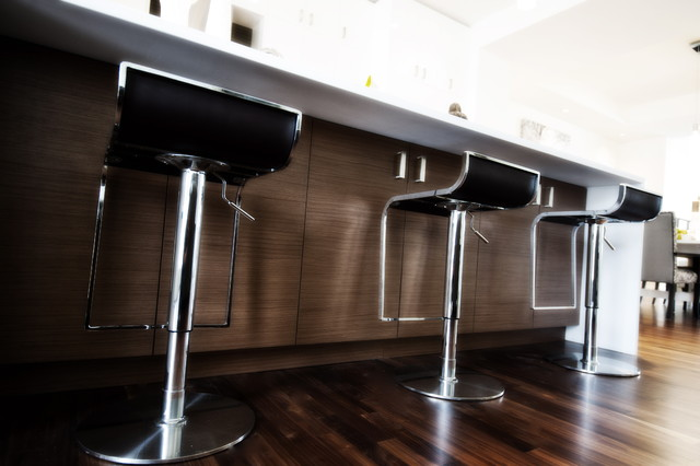 现代简约风格餐厅3层别墅唯美白色欧式家具吧台椅效果图