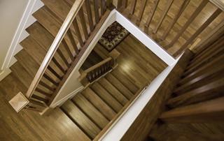 现代美式风格一层半别墅实用白色橱柜装修效果图