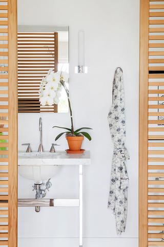 房间欧式风格2013二居室简洁卧室白色欧式家具效果图