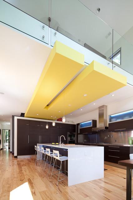 现代欧式风格3层别墅客厅简洁原木色厨房与餐厅隔断