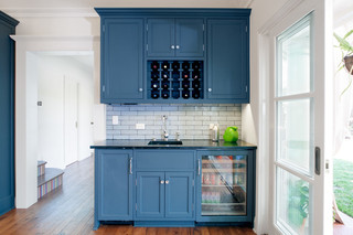 现代欧式风格单身公寓厨房简洁白色门装修图片