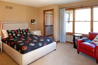 美式风格卧室三层独栋别墅舒适原木色家居小卧室衣柜床装修效果图