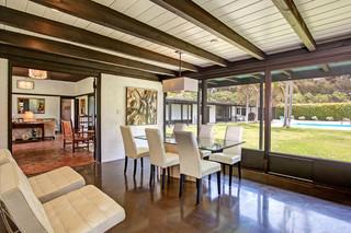 欧式风格家具三层小别墅古典中式绿色橱柜中式餐桌效果图