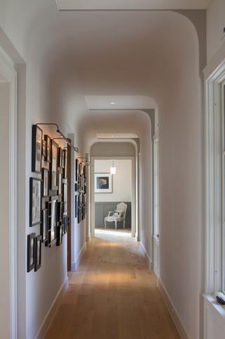 现代北欧风格三层别墅及古典家具白色厨房装修效果图
