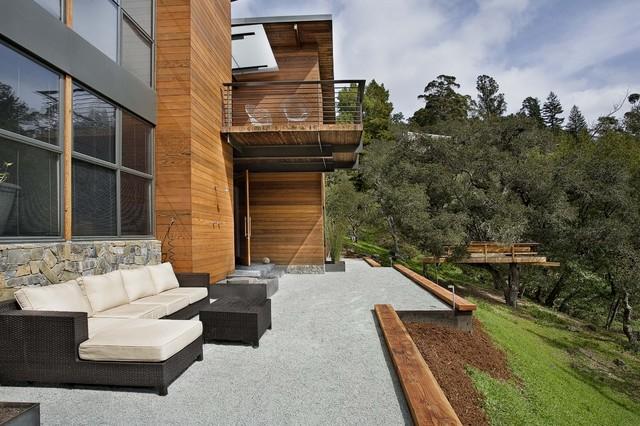 建在半山腰的私人公寓 頂部陽光房設計讓室內光線充足