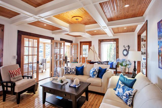 白色與木色裝點海邊別墅