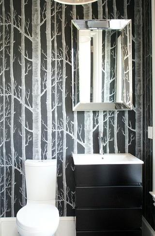 装饰在卫生间不同位置的灯 折射不同的风情
