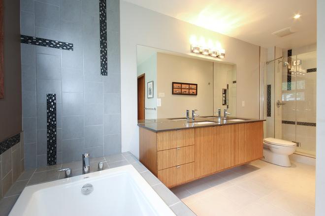 简单直线的墙壁 勾勒出卫生间的简洁大气美