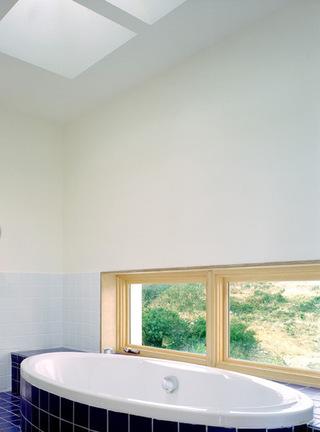 别墅装修浴缸浴室柜设计