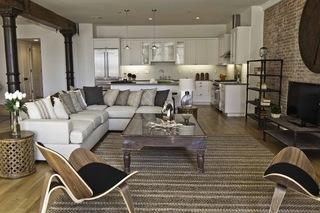 温馨的厨房和客厅