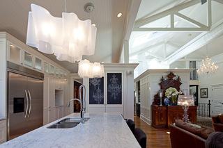 唯美艺术吊灯 为现代厨房增添魅力