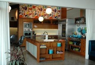 妖娆背景墙的原木色厨房
