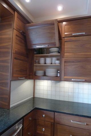 实木打造的厨房空间 让用餐更放心