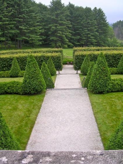 豪宅私家大花园 过道清新惹人爱