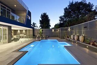 东南亚风格别墅带泳池庭院装修