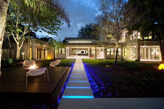 用灯光效果让现代风格别墅生动起来