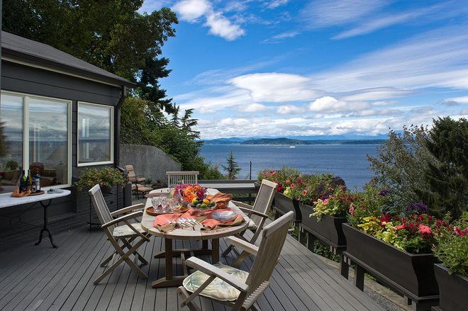 海边别墅庭院装修 防腐木装饰花园