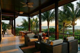 东南亚风格度假别墅露台装修 水清沙白椰林碧影