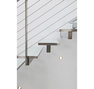 在空气中行走 木质条层楼梯的装修艺术