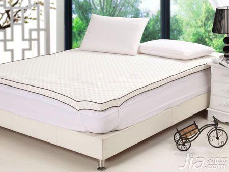 床垫/据工业路一家家具卖场某品牌床垫销售商介绍,目前家居卖场销售...