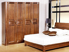 各种柜子为主的家具层次不穷