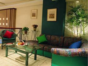 演绎深色带来的稳重 7款深色沙发推荐