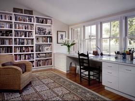 純白色書架打造純白簡潔書房