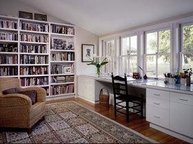 纯白色书架打造纯白简洁书房
