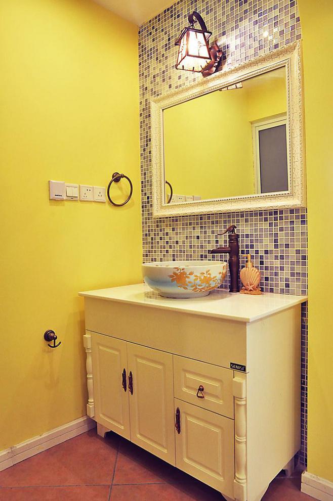 地中海风格温馨卫生间灯具效果图