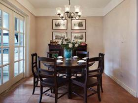 温馨的实木餐桌 17款美式实木桌餐厅