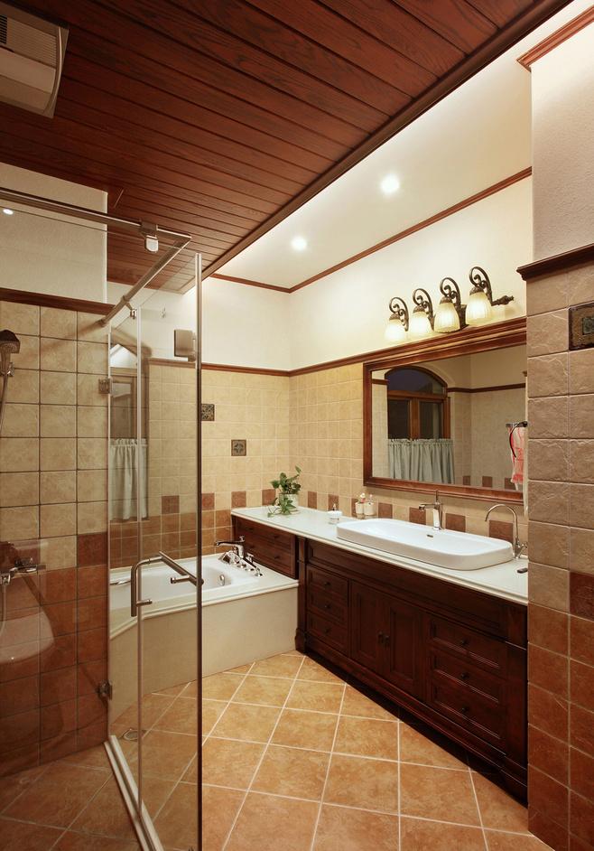 美式风格红色卫生间装修效果图