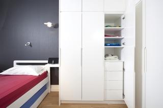 现代简约风格白色衣柜效果图
