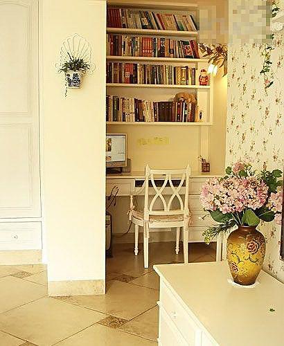 田园风格黄色书桌图片