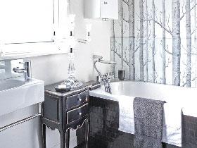 巧用卫浴间壁纸 轻松演绎森系田园风