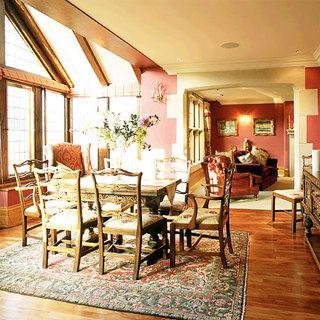 温馨原木色餐厅地板效果图