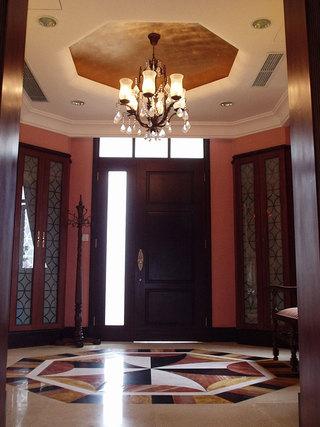 美式风格红色玄关装潢