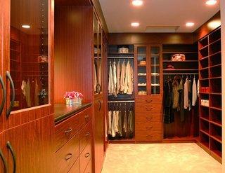 棕红色衣柜效果图