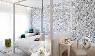 冷灰色卧室壁纸装修效果图