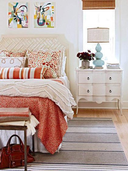 优雅白色床头柜图片