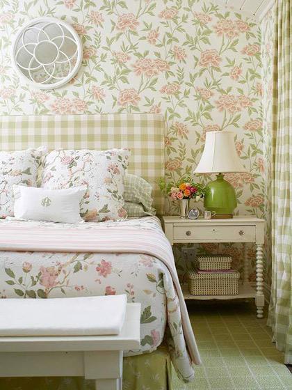 乳白色床头柜图片