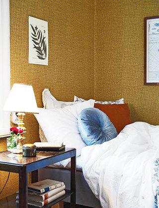 土黄色卧室壁纸装修效果图