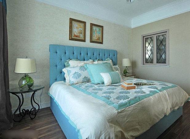 蓝色卧室床装修效果图