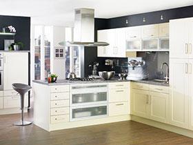 简欧风开放式厨房 吸顶式油烟机效果图