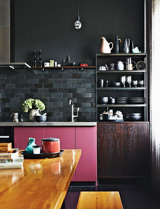 深色厨房装修效果图