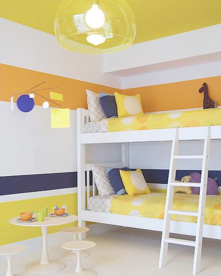 条纹墙壁双层儿童床效果图